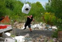 Patrik is throwing washing machine