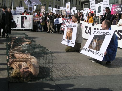 Anti-fur protest Zagreb 2009 e [ 178.12 Kb ]